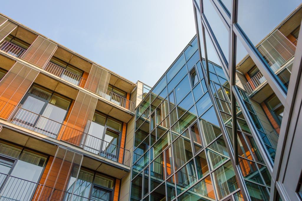 Moderne Glas und Stahlkonstruktion am Krankenhaus in Hameln